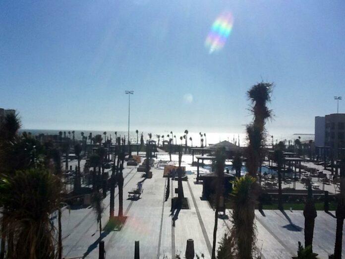 Am Strand von Agadir und Blick auf den Atlantik